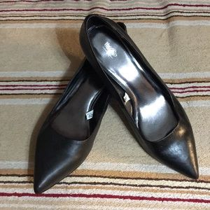 NWOT Mossimo Black kitten heel Pumps Size 11